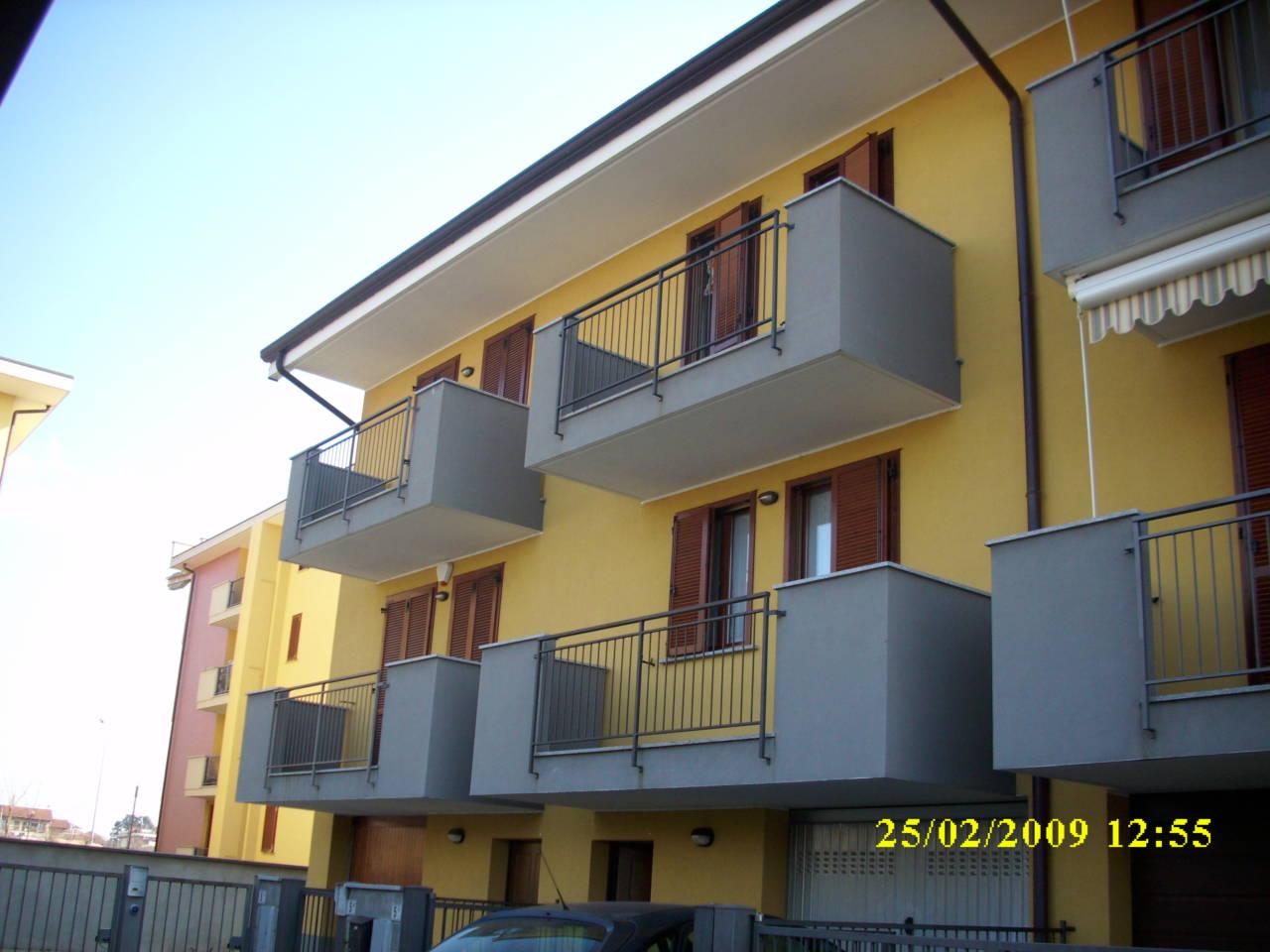 Trecate villa a schiera su 3 piani aurora consurgens for Villa a 3 piani